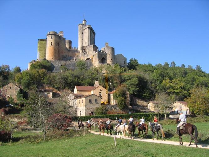 perigord à cheval châteaux